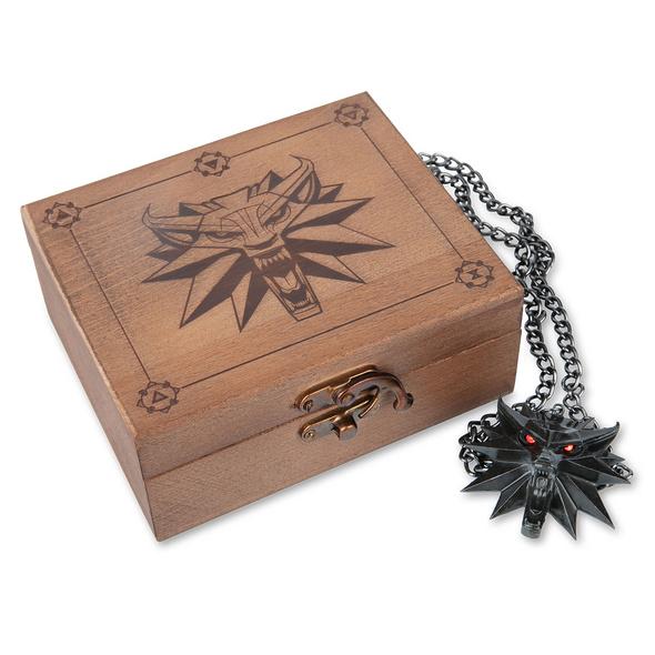 Witcher - Wild Hunt Medaillon mit LED Augen in Geschenkbox