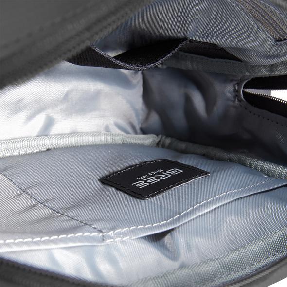 Bree Umhängetasche Body Bag M Punch 729 provincial blue schwarz